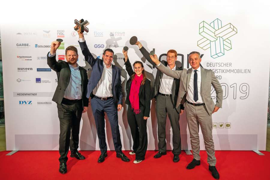 Nahmen den Logix Award 2019 entgegen (v. l. n. r.): Stefan Siegle (Director, Market Officer Germany, Prologis), Philipp Feige (Vice President, Market Officer Germany, Prologis), Nicoline Dechamps (Director Market Officer Germany, Prologis), Jörg Meyer (Logistics Director DACH, L'Oréal), Markus Scheja (Vice President, Head of Project Management Germany, Prologis).