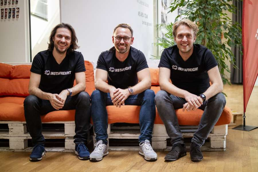 Die Führungsmannschaft von InstaFreight (v.l.n.r.): Markus J. Doetsch, Chief Technology Officer, Philipp Ortwein, Co-Founder und Managing Director, und Maximilian Schaefer, Co-Founder und Managing Director. (Foto: InstaFreight)