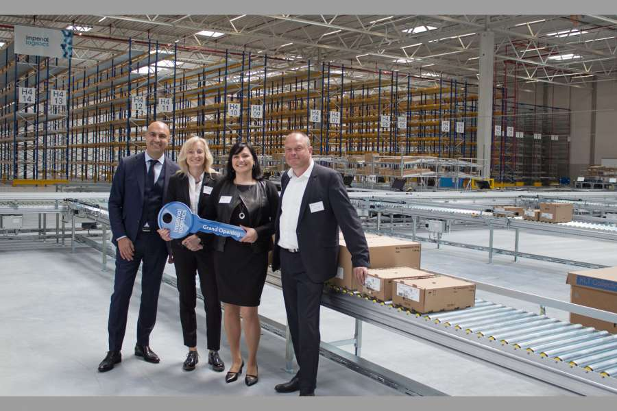 Bei der Eröffnung (v.l.n.r.): Hakan Bicil, CEO Imperial Logistics International, Astrid Lühring, Mitglied der Geschäftsführung Volkswagen Konzernlogistik, Beatrice Liedtke, Site Manager Wilhelmshaven, Imperial Logistics International, und Frank Leweling, Head of Project Management BTS, Panattoni Europe. (Foto: Imperial Logistics)