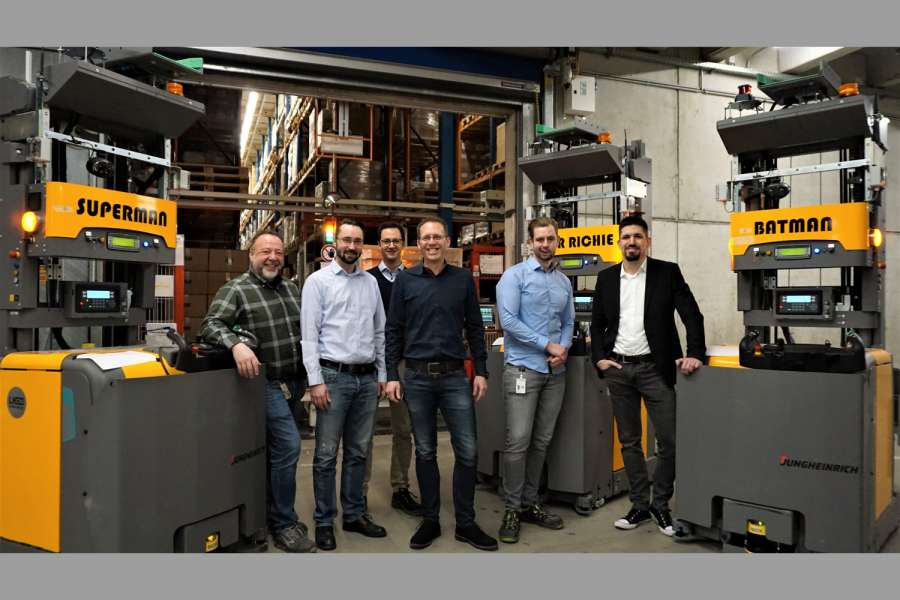 In Harsewinkel (v.l.n.r.): Klaus Ochs (Haustechnik), Matthias Anderson und Martin Döltgen (beide Logistics Engineering), Fabian Generotzky (Director Operations), Erich Berg (Projektleiter) und Kai Lienemann (IT). (Foto: Jungheinrich)