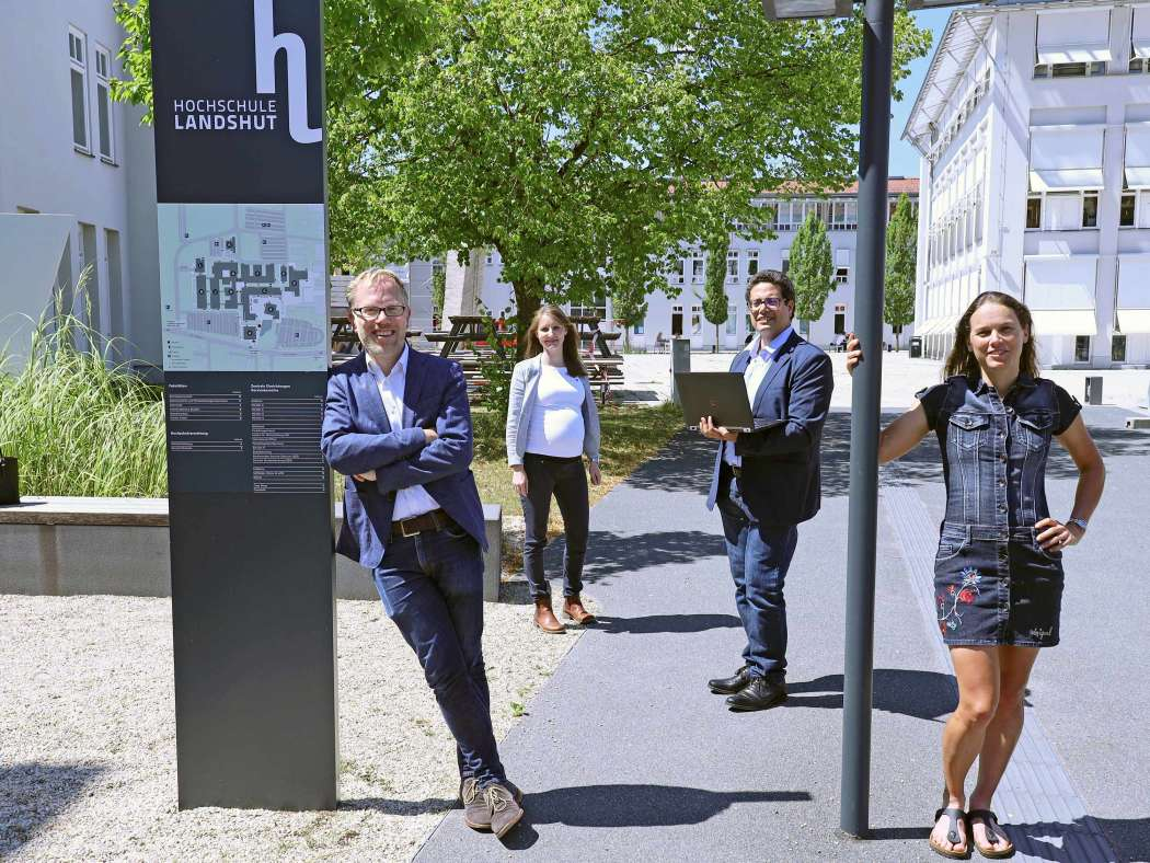 "Prof. Dr. Holger Timinger, Prof. Dr. Mona Riemenschneider, Prof. Dr. Abdelmajid Khelil und Prof. Dr. Maren Martens (von links) haben das neue ""Institute for Data and Process Science"" an der Hochschule Landshut gegründet. (Foto: Hochschule Landshut)"