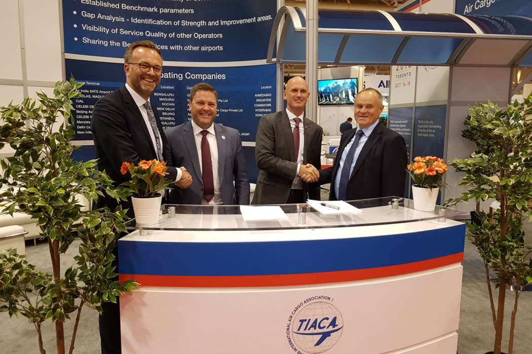 Messe München und TIACA beschlossen beim Air Cargo Forum 2018 in Toronto ihre Partnerschaft (v.l.): Dr. Robert Schönberger, Exhibition Group Director transport logistic exhibitions; Steven Polmans, TIACA Vice-Chairman und Head of Cargo Brussels Airport Company; Sebastiaan Scholte, TIACA Chairman und CEO Jan de Rijk Logistics; Gerhard Gerritzen, Mitglied der Geschäftsführung der Messe München. (Foto: Messe München)